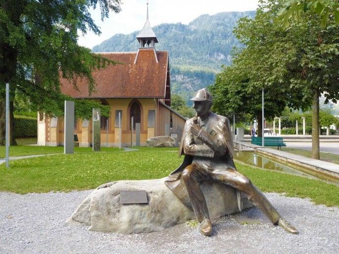 Sherlock Homes in Meiringen | Sherlock Holmes Statue Switzerland