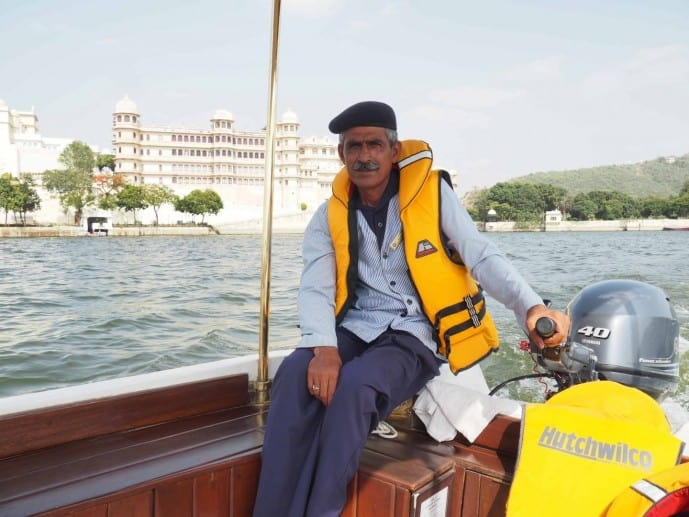 taj lake palace boat udaipur