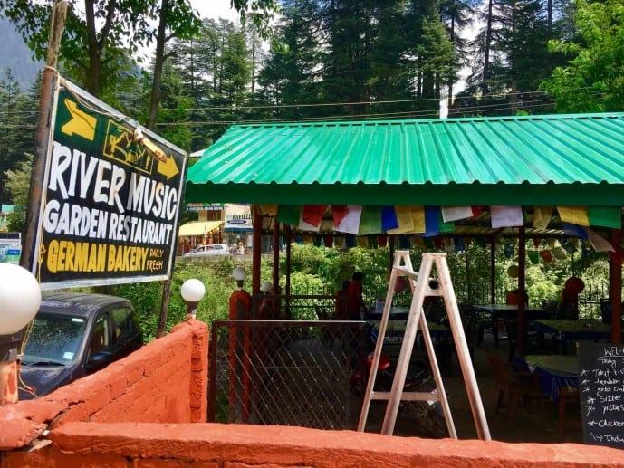 riverside music cafe manali
