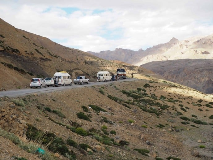 manali to leh bus