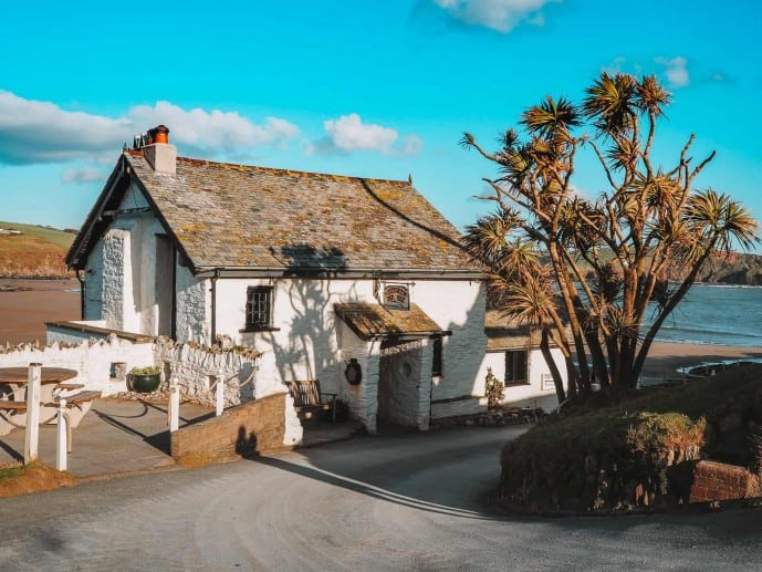 Things to do on Burgh Island travel guide | Pilchard Inn
