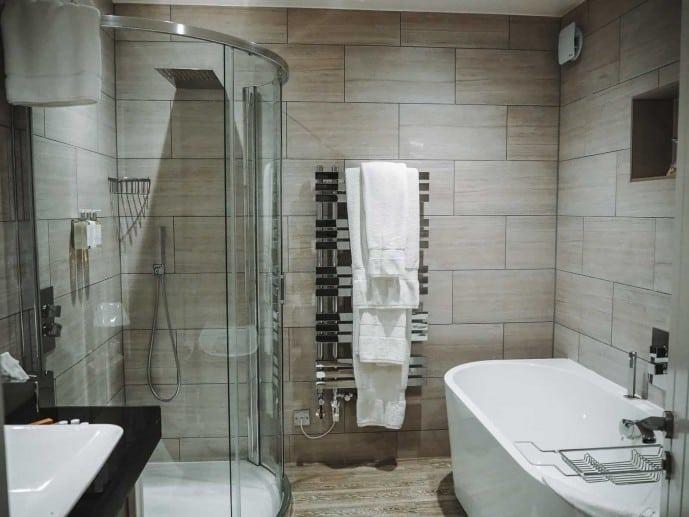 Cary Arms Beach Suite Bathroom