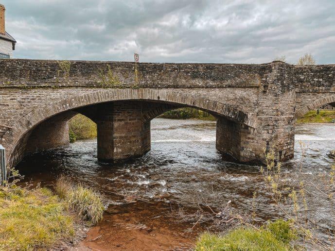 Crickhowell Bridge odd number of arches