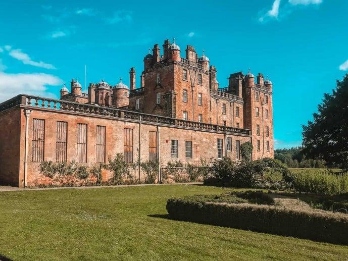 The Drumlanrig Castle Outlander location is Bellhurst Manor