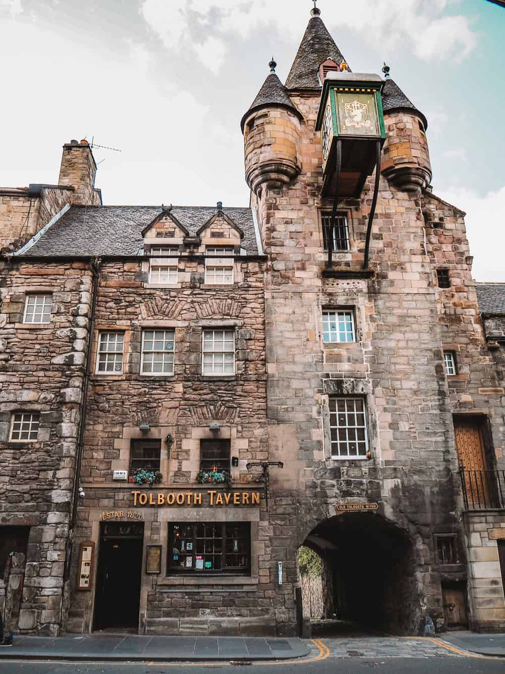 Tolbooth Tavern, Canongate Edinburgh | Instagram spots in Edinburgh