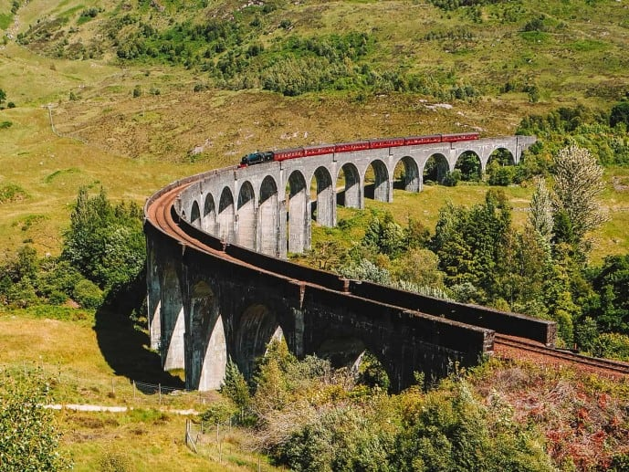 what time does the Harry Potter train cross over Glenfinnan Viaduct?