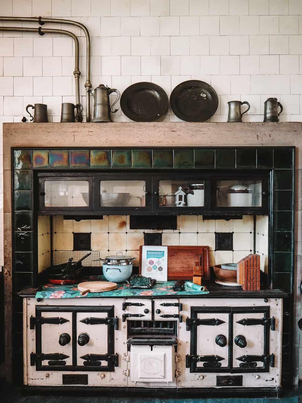 Reverend Wakefields Kitchen in Outlander