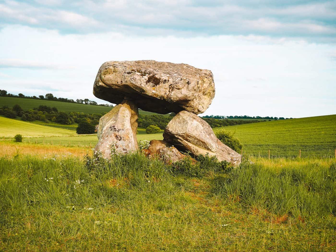 How to Find the Devil's Den on Fyfield Down Avebury dolmen chamber