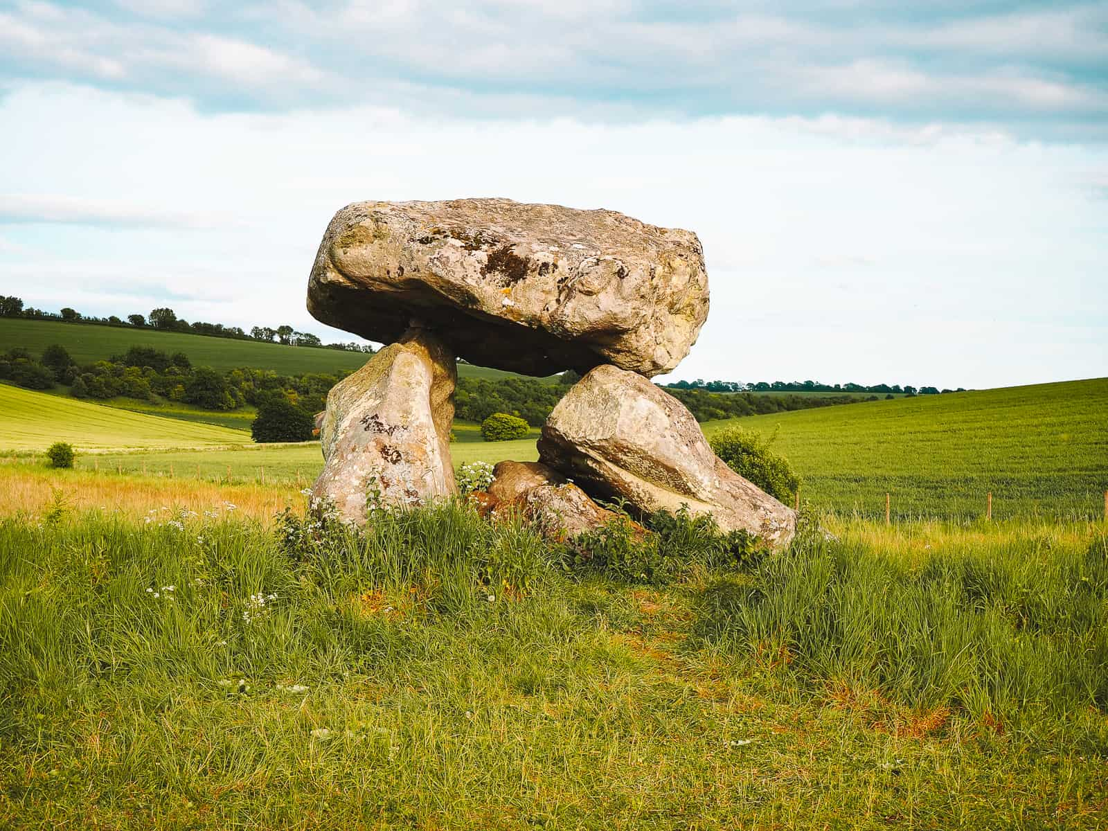 How to Find the Devil's Den on Fyfield Down Avebury dolmen chamber