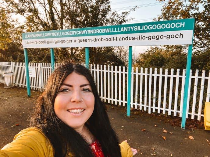 Llanfairpwllgwyngyllgogerychwyrndrobwllllantysiliogogogoch sign selfie at Llanfair railway station