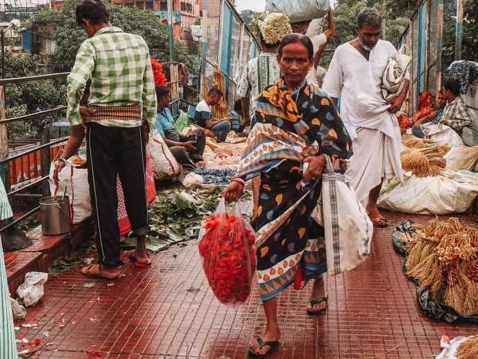 lady at Kolkata flower market