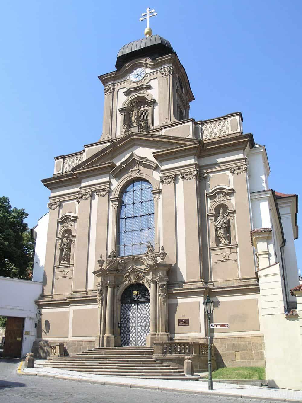 The outside of L'hopital Des Anges in Prague