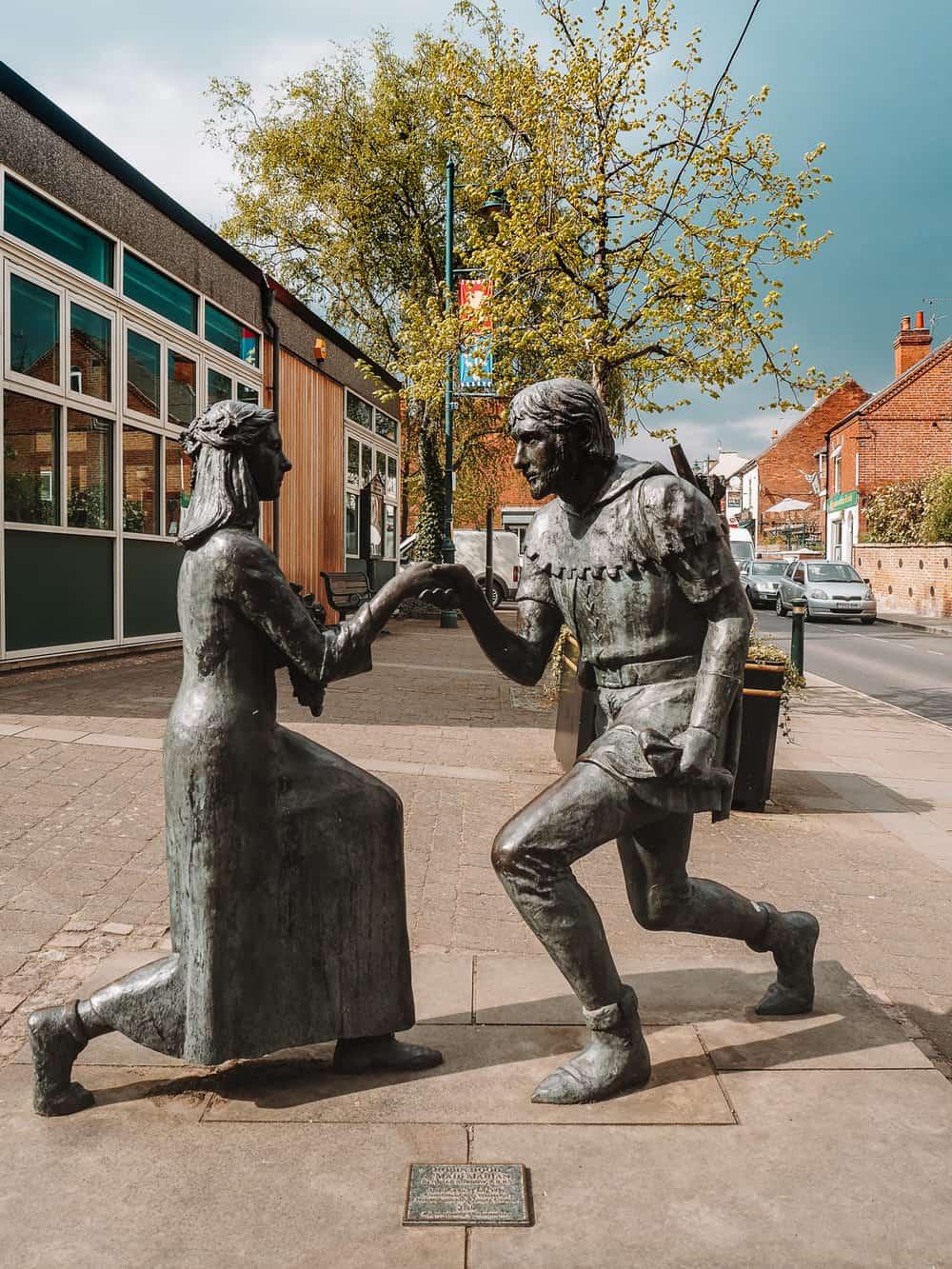 Robin Hood and Maid Marian statues Edwinstowe