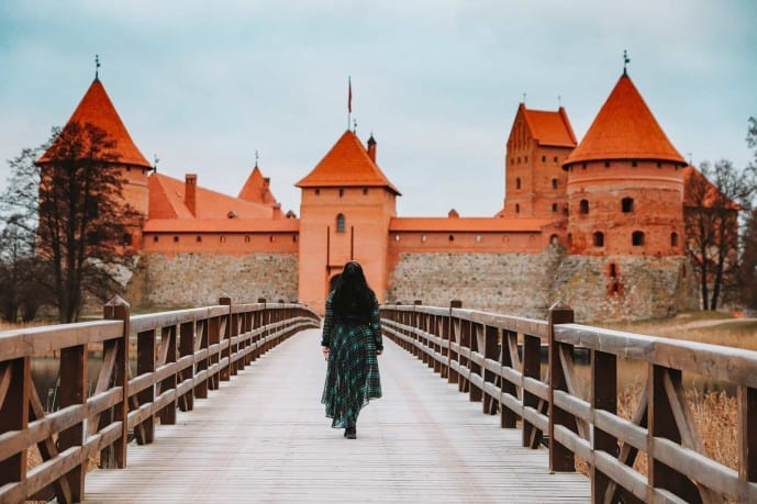 Bridge over to Trakai Island Castle | things to do in Trakai