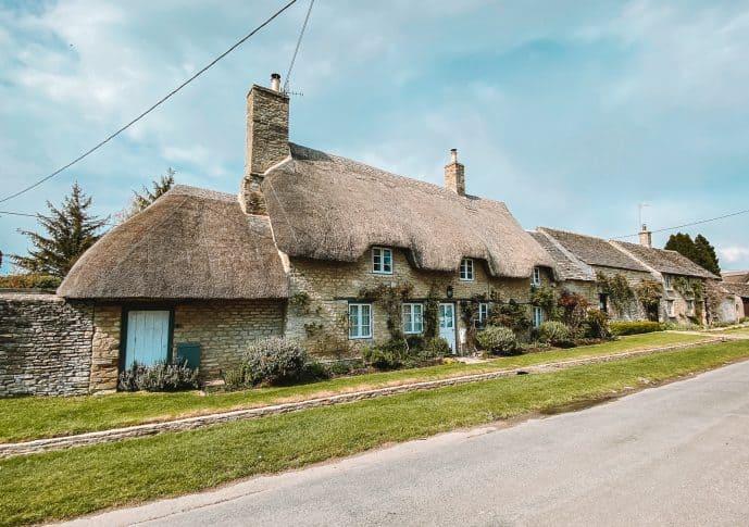 Thatched cottage in Old Minster Lovell village
