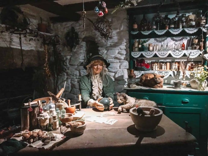 A wise woman's house | Witchcraft museum