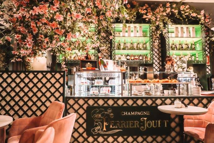 Augustas ir Barbora Love Story Cafe counter cakes