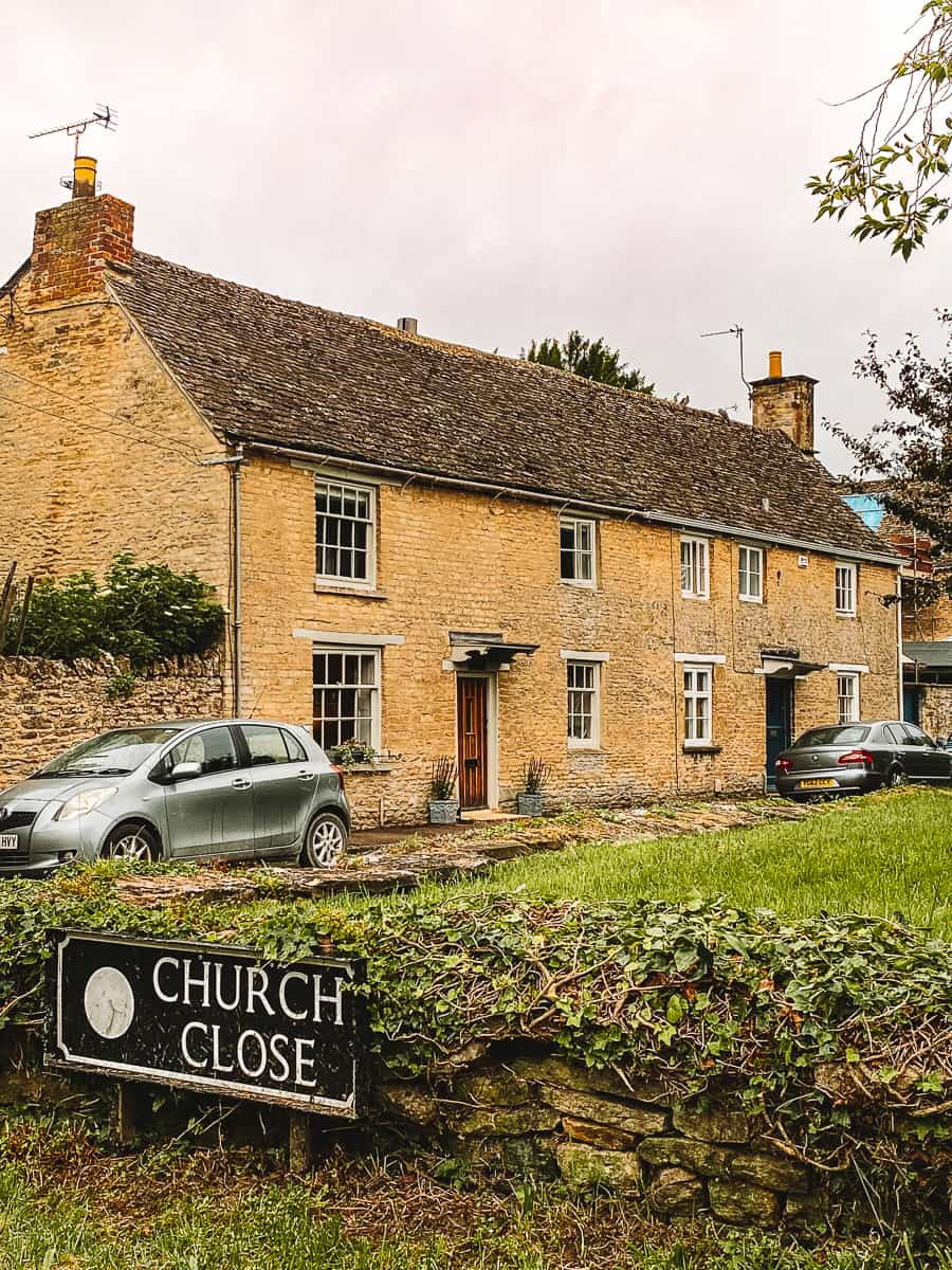 The Grantham Arms Downton Abbey Bampton Filming location