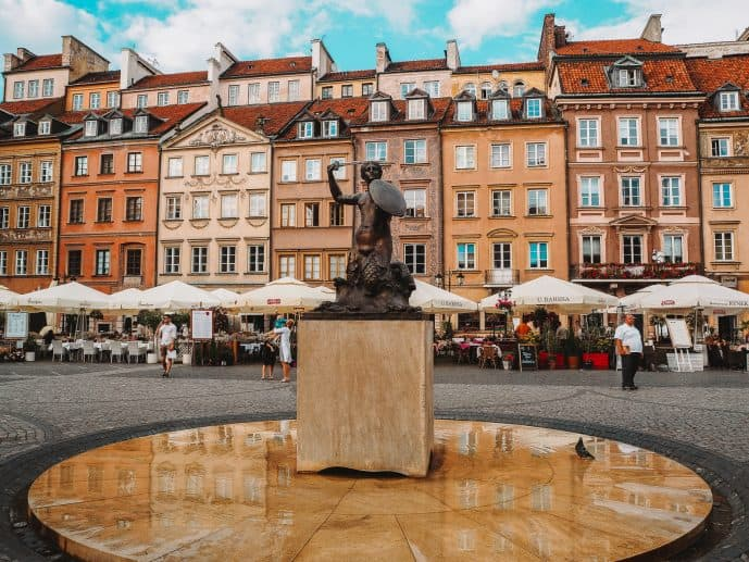 Warsaw Old Market Square Fountain statue
