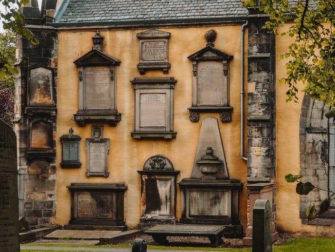 Yellow Kirk greyfriars Kirkyard graves