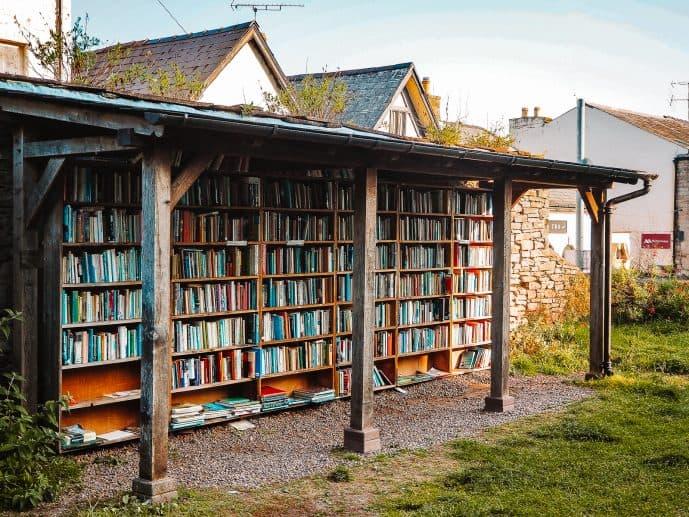 Castle Open Honesty Bookshop in Hay-on-Wye