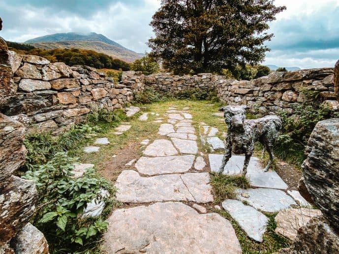 Beudy Buarth Gwyn Gelert the Faithful Hound statue