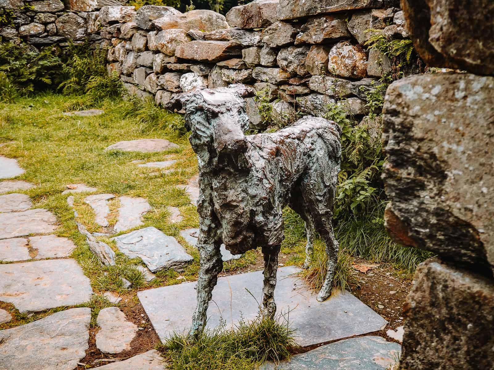 Gelert's Grave Beddgelert Gelert the Dog statue the faithful hound