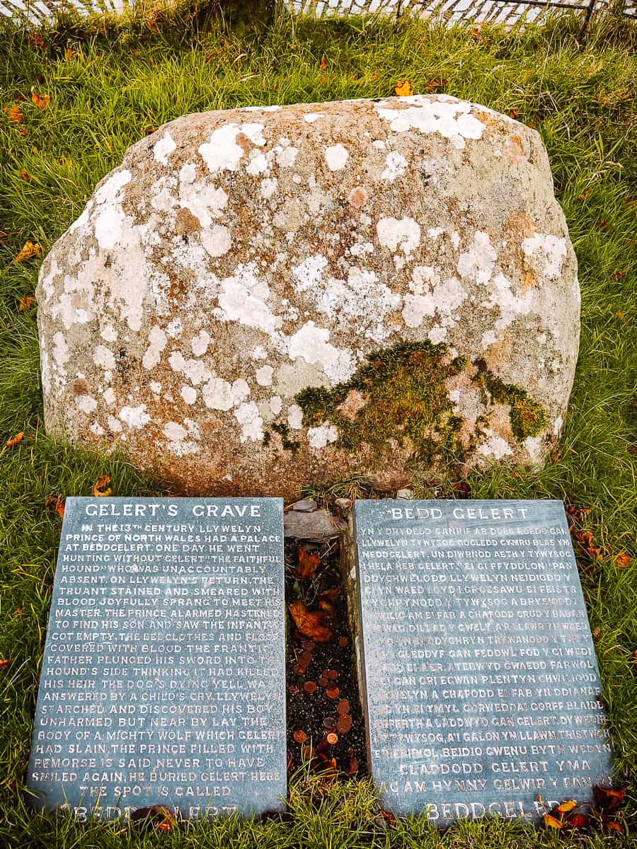 Gelert's Grave stones with two slabs one in English and one in Welsh